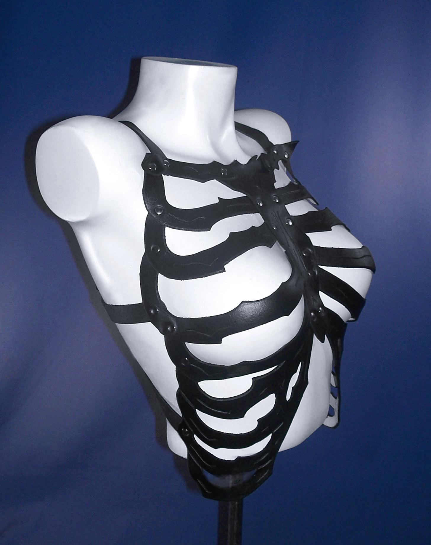 Medium Black SkeleTop